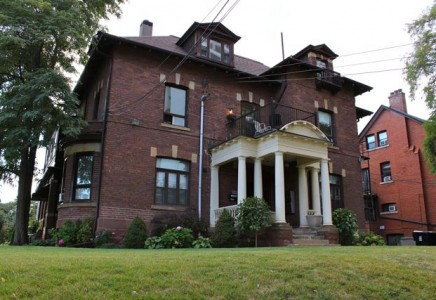 646 Broadview 200C – Perfect Upper One Bedroom Unit in a Heritage MANSION in the heart of Riverdale!!