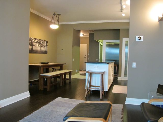 Luxury Furnished 1+Den Condo in The Heart of Summerhill