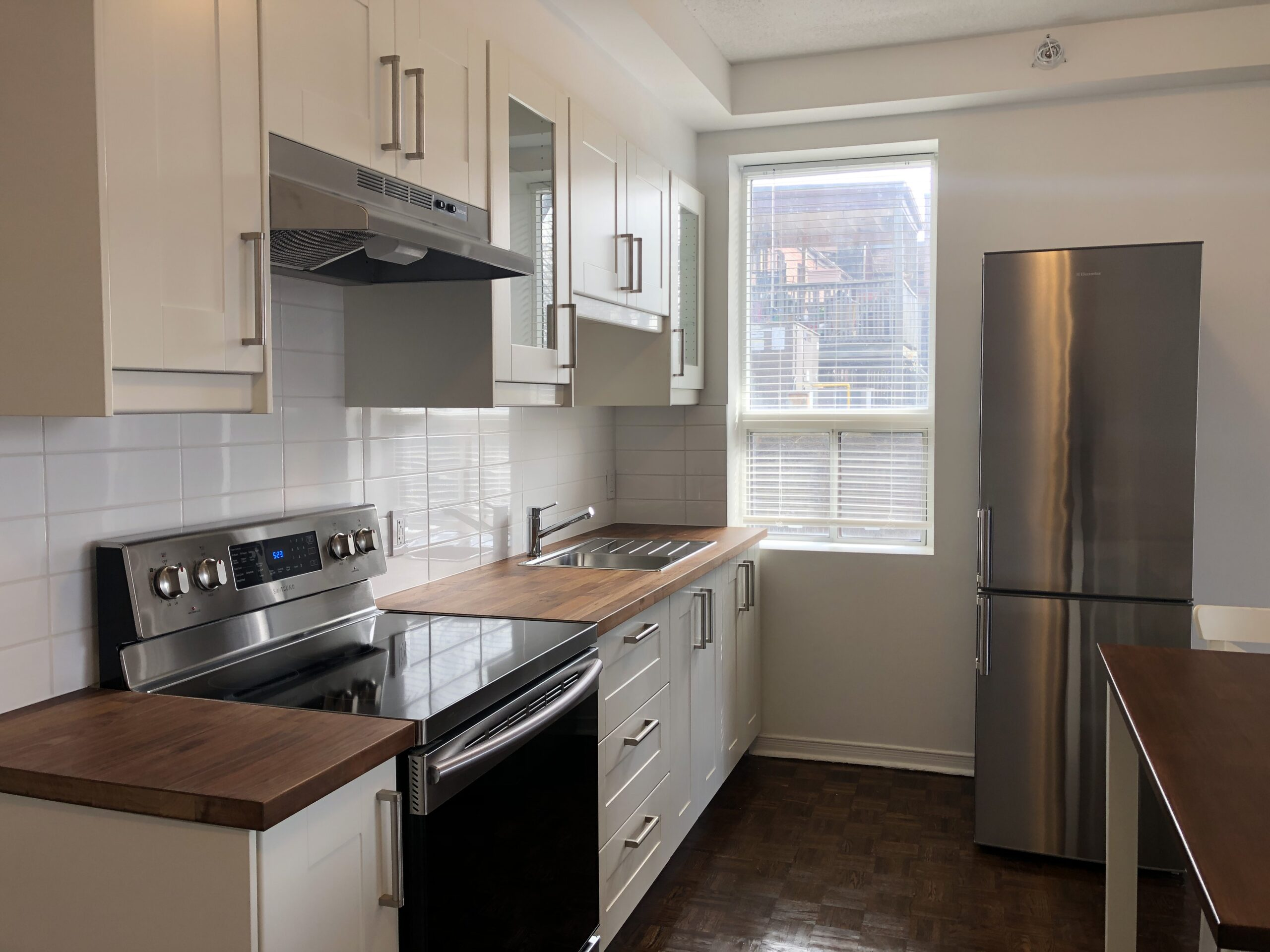 Super Spacious and Bright One Bedroom Suite Steps to the Bustling Danforth!