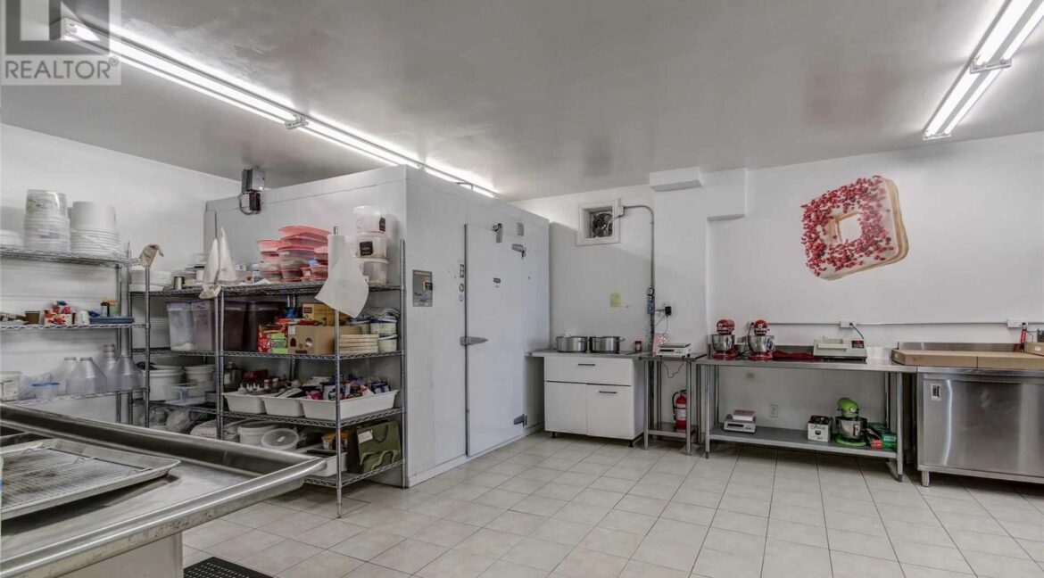 Back and Side Kitchen2