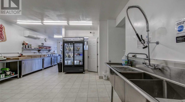 Side Kitchen2