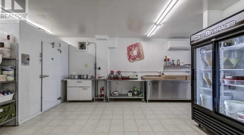 Side Kitchen3